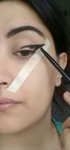 Bant ile Eyeliner Nasıl Çekilir - Kolay Kalın Eyeliner Çekme Resimli Anlatım