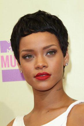 Rihanna'nın En Beğenilen Saç Modelleri Ondan İlham Alın