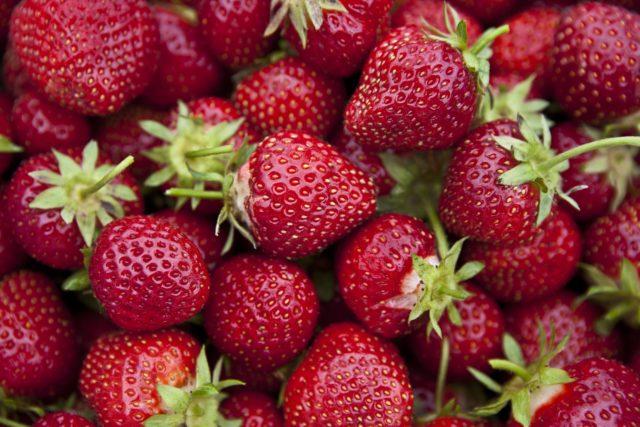 Kırmızı Renkli Meyvelerin Faydaları ve Cilt Güzelliğine Olan Etkileri