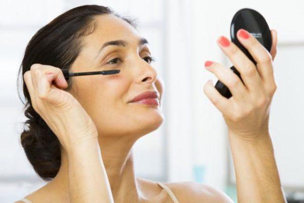 Daha Genç Görünmek için Makyaj Teknikleri ve Cilt Bakım Rutinleri