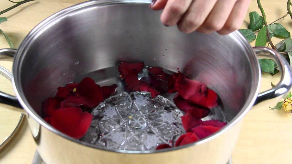 Evde Gül Maskesi ve Nemlendirici Gül Suyu Nasıl Yapılır? - Cilt Bakımı
