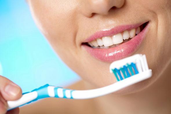 Evde Doğal Yöntemlerle Diş Bakımı ve Diş Temizliği
