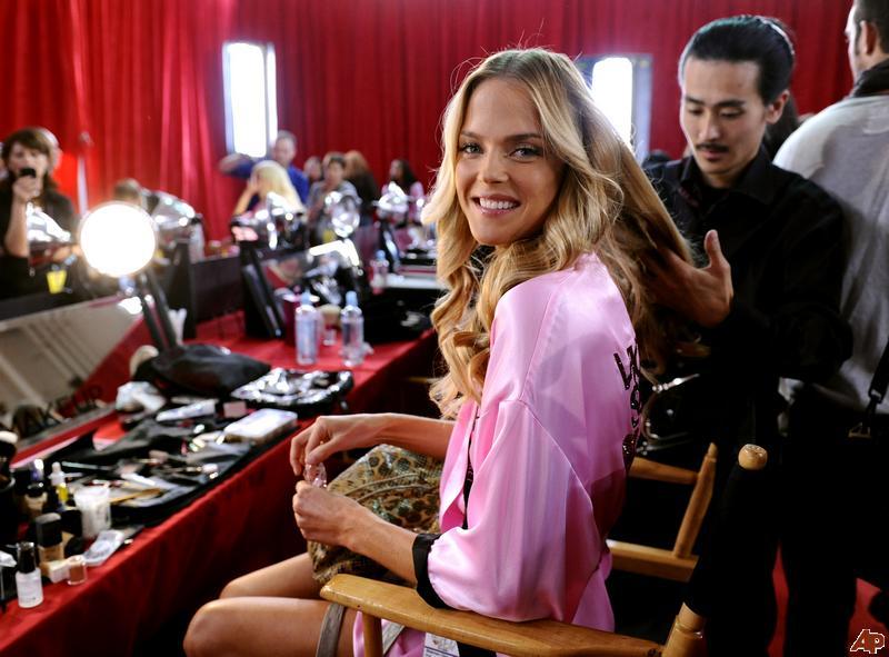 Victoria's Secret Mankenlerinin Makyaj ve Bakım Sırları