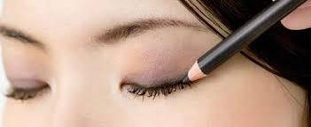 Eyeliner Sürmenin 5 Pratik Yolu Nelerdir?