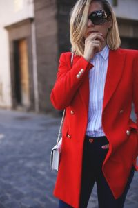 Kırmızıyla Yapılan Her Kombin Güzeldir