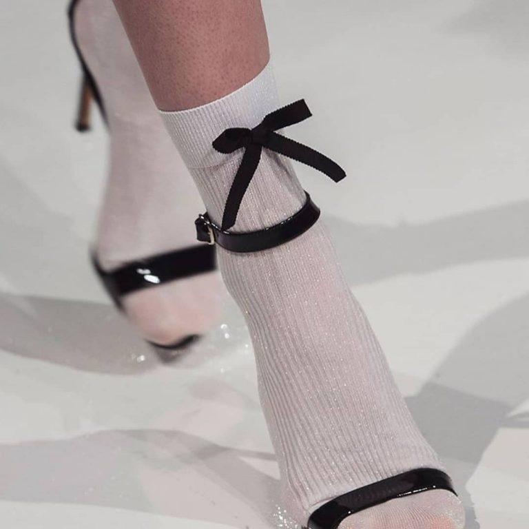 Yeni Trend: Çorap Üstü Sandaletler