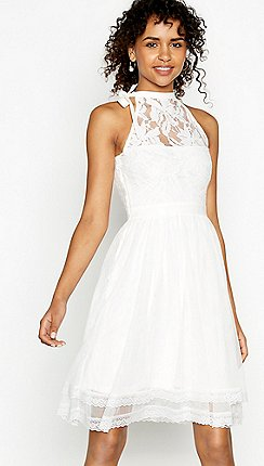 Beyaz Giymek Cesaret İster mi?