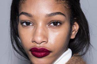 Güzellik İpuçları: Modern Bir Etki İçin Kırmızı Mat Dudaklar